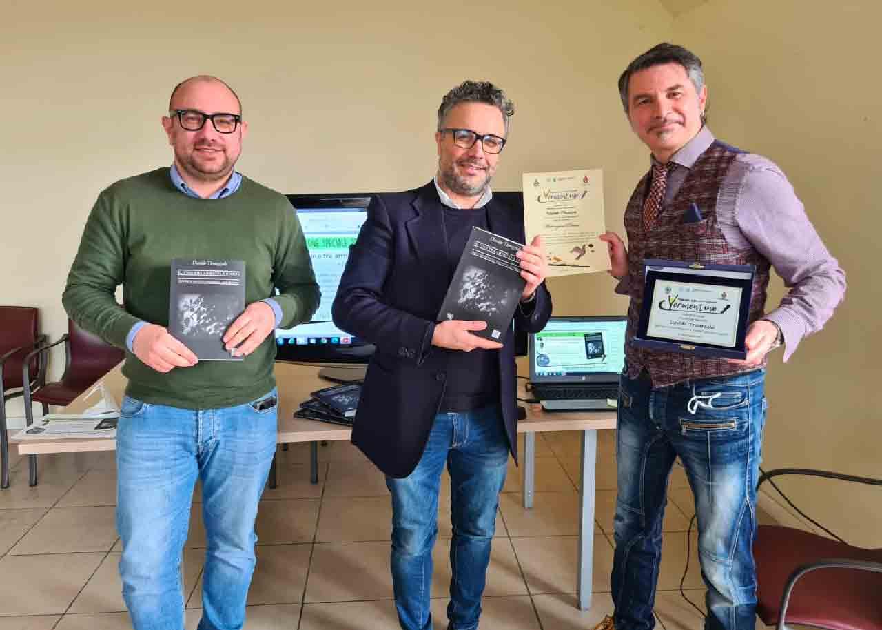 Premiazione al nostro autore Davide Trauzzola per il libro sul Vino - ARTinGENIO